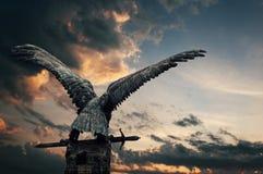 Oiseau de cuivre avec une épée Photos stock