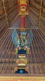 Oiseau Garuda dans l'intérieur du temple Photographie stock libre de droits