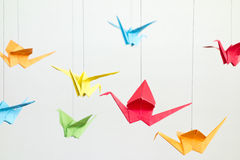 Oiseaux colorés d'Origami photos stock