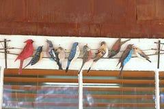 Oiseaux colorés en métal Images libres de droits