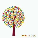 Oiseaux lunatiques multicolores d'arbre dans l'arbre   Image stock