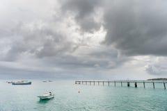 OISTINS, БАРБАДОС - 15-ОЕ МАРТА 2014: Miami Beach в Барбадос с яхтой стоковая фотография rf