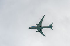 OISTINS, BARBADOS - 16 DE MARZO DE 2014: Jet Landing en el aeropuerto internacional Barbados de Grantley Adams Imagen de archivo libre de regalías