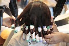 Oitava etapa do rolo o cabelo em perming Fotos de Stock Royalty Free