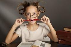Oito anos de menina idosa com livros Fotografia de Stock Royalty Free