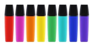 Oito penas coloridas do highlighter com as tampas com trajeto de grampeamento imagens de stock