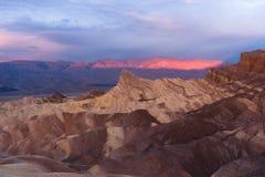 Ojämn Death Valley Zabriske för BadlandsAmargosa bergskedja punkt Arkivbilder