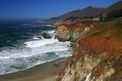 Ojämn kustlinje av Kalifornien söder av San Francisco Arkivfoton