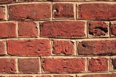 ojämn vägg för tegelsten Arkivfoto