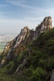 Ojämnt berg på den Bukhansan nationalparken i Seoul royaltyfri bild