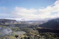 Ojämnt bergigt landskap Arkivfoton