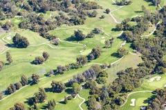 Вид с воздуха поля для гольфа загородного клуба гостиницы долины Ojai в Ventura County, Ojai, Калифорнии Стоковое фото RF
