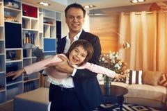 Ojca biznesmena sztuki z córką zdjęcia royalty free