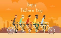 Ojca dnia wakacje, Man Group pokolenia przejażdżki tandemu bicykl Zdjęcia Stock