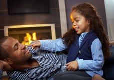 Ojca i córki bawić się Zdjęcie Royalty Free