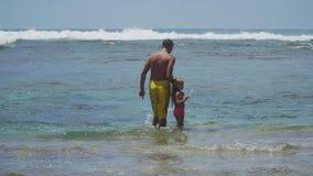 Ojca i córki sztuka na morzu zdjęcie wideo