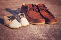 Ojca i syna buty Zdjęcia Stock