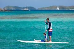 Ojca i syna paddling Zdjęcie Royalty Free