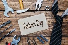 Ojca ` s dnia pojęcie Krawat i narzędzia dla naprawy i budowy Drewniany tło kosmos kopii fotografia stock