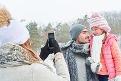 Ojciec i córka bierze rodzinnego selfie fotografia royalty free