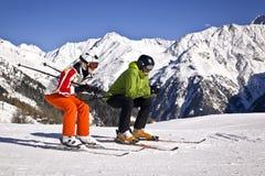 Ojciec i córka cieszy się zima sporty Fotografia Stock