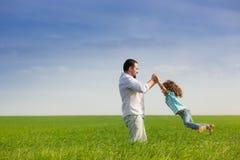 Ojciec i dziecko ma zabawę zdjęcie royalty free