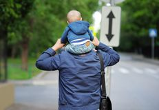 Ojciec i jego odprowadzenie Zdjęcie Stock