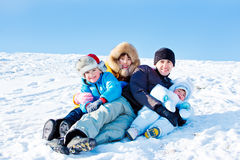 Ojciec i trzy dzieciaka obraz royalty free