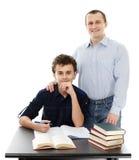 Ojciec pomaga jego syna z pracą domową obraz royalty free