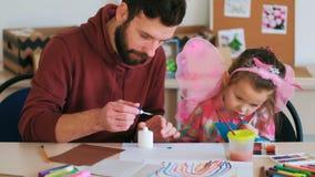 Ojciec pomocy dzieci sztuka handmade zbiory