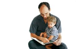 ojciec syna do czytania książki Zdjęcie Stock