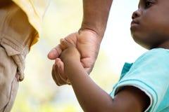 Ojciec trzyma jego jego syn rękę Zdjęcie Stock