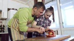 Ojciec uczy jego c?rki z puszka syndromem dlaczego ci?? warzywa zbiory