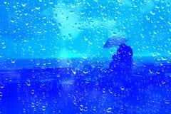 Ojczulek i syn w deszczowym dniu Zdjęcia Stock