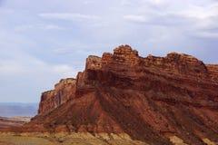 Ojeada de la montaña Spotted Wolf Canyon con las nubes dramáticas en cielo fotografía de archivo