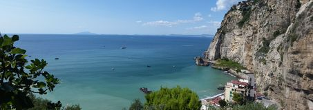 ojeada del paisaje en la ciudad de los di Sorrento de la meta foto de archivo libre de regalías