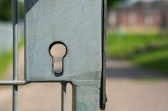 Ojo de la cerradura en la cerca Imagen de archivo libre de regalías