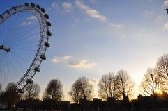 Ojo de Londres en la puesta del sol imágenes de archivo libres de regalías