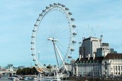 Ojo de Londres en un día asoleado fotografía de archivo