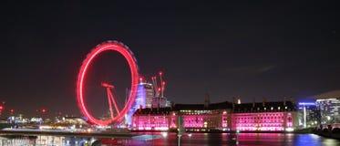 Ojo de Londres por noche del embarcadero de Westminster imagenes de archivo