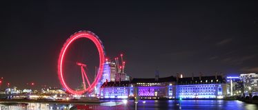 Ojo de Londres por noche del embarcadero de Westminster imagen de archivo libre de regalías