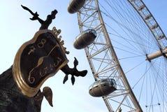 Ojo de Londres y escultura de Dali Fotos de archivo libres de regalías