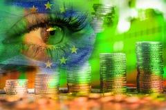 Ojo del euro de la mujer y del dinero Exposici?n doble Concepto de visi?n del negocio, dinero, ganancias imagenes de archivo