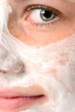 Ojo facial sonriente de la mascarilla de la crema hidratante de la muchacha Fotografía de archivo libre de regalías