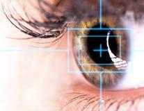 Ojo hermoso con el laser Fotos de archivo