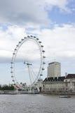 Ojo y río Thames, Reino Unido de LondonFoto de archivo