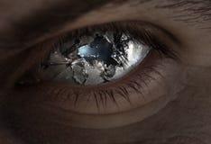 Ojo y vidrio quebrados fotografía de archivo libre de regalías