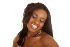 Ojos afroamericanos del cierre de la cabeza de la mujer cerrados Fotografía de archivo