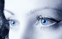 Ojos azules femeninos Fotos de archivo libres de regalías