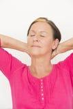 Ojos cerrados mujer relajada reclinada Imágenes de archivo libres de regalías